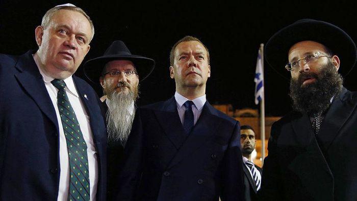 Дмитрий Медведев во время посещения Израиля (4 фото)