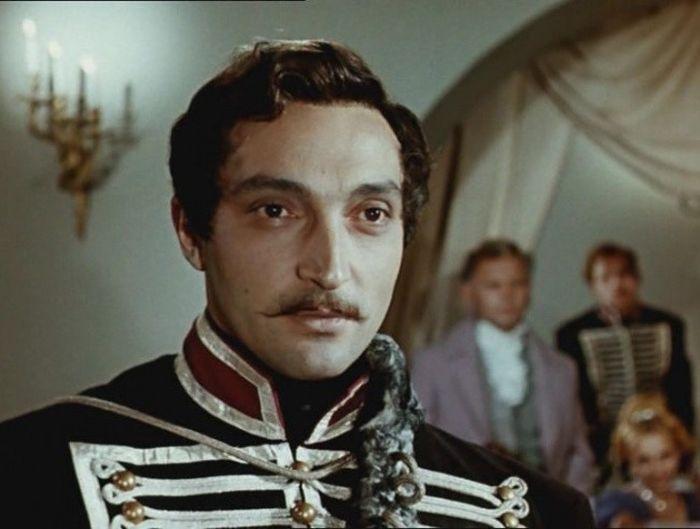 20 самых красивых актеров советского кино (20 фото)