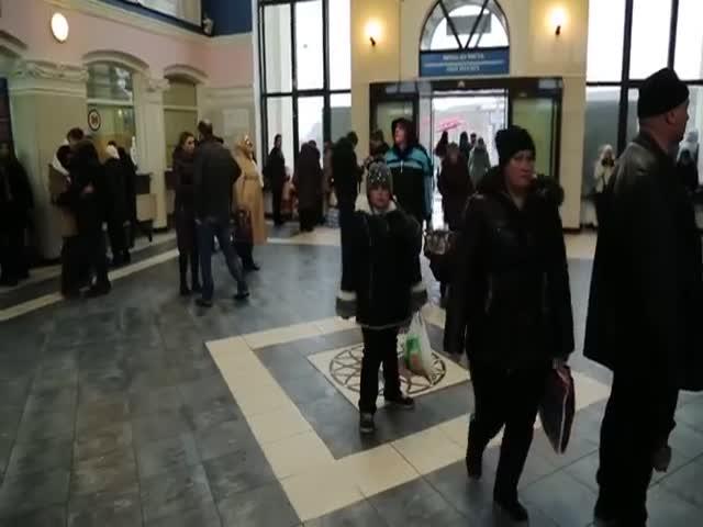 Флешмоб на вокзале в Запорожье