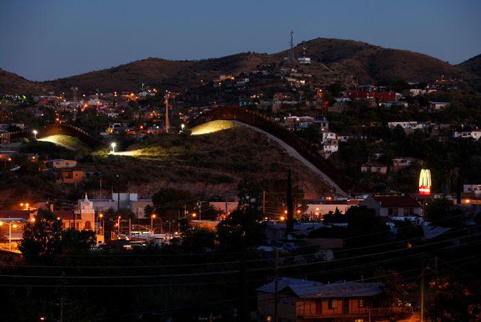 Граница между США и Мексикой в наше время (14 фото)