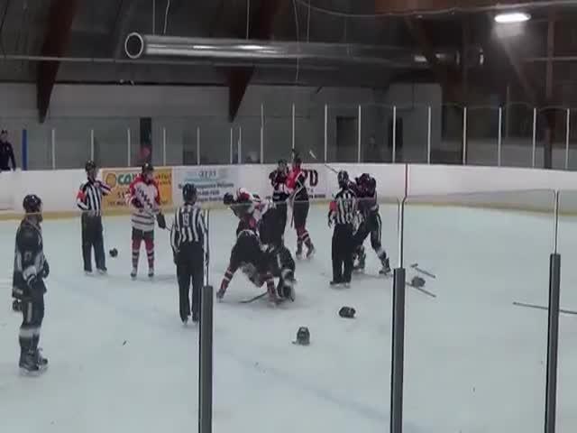Массовая драка на хоккейном матче