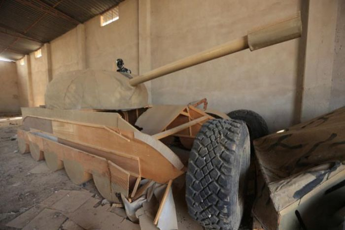 Трофеи, найденные в освобожденном от ИГИЛ Мосуле (5 фото)