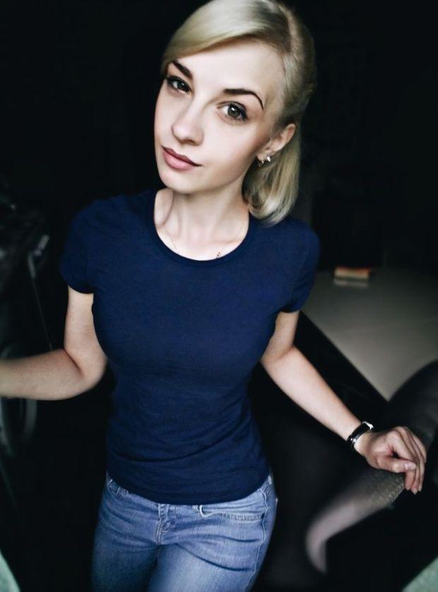 Девушка-пристав с процесса Улюкаева заинтересовала пользователей сети (11 фото)