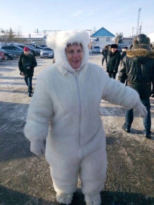 Депутат Тюменской гордумы надела костюм белого медведя на официальное мероприятие (2 фото)