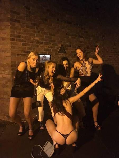 Забавные девушки. Часть 88 (57 фото)