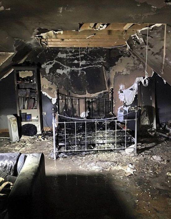 Заряжавшийся смартфон уничтожил половину дома (3 фото)