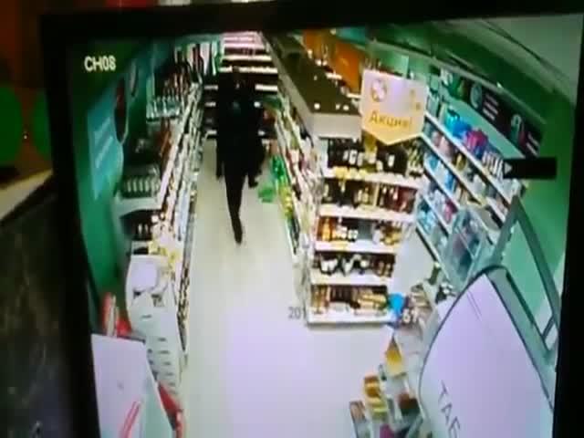 В Санкт-Петербурге в «Пятерочка» посетитель пырнул ножом кассира
