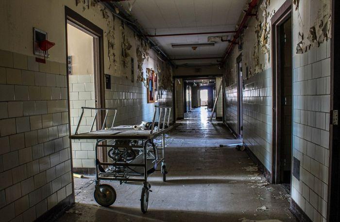 Заброшенная больница в Новом Орлеане (15 фото)