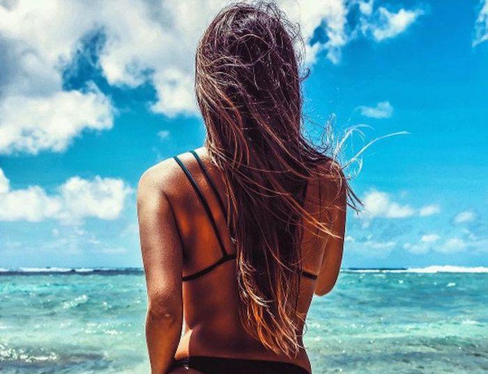 Очаровательные девушки в купальниках (37 фото)