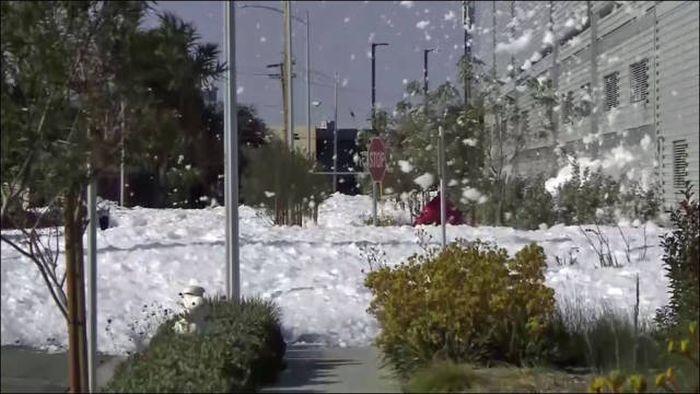 Пожарная пена на улицах Сан-Хосе (7 фото + видео)
