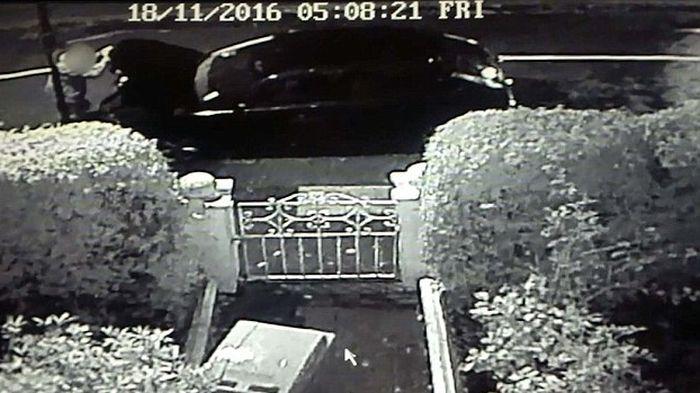 Быстрая кража капота автомобиля (2 фото + видео)