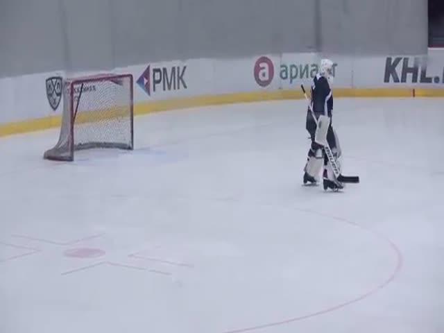 Хоккеист исполнил танец в стиле фигурного катания
