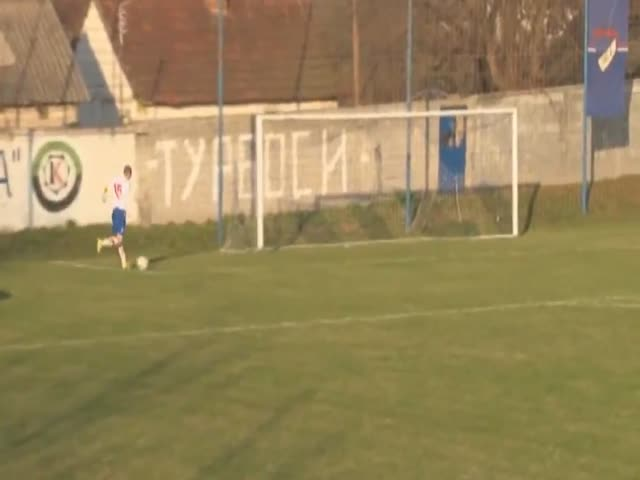 Сербский футболист промахнулся с нескольких сантиметров