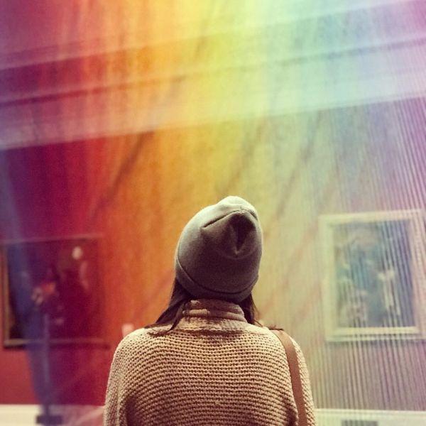 В американском музее появился арт-объект в виде радуги (8 фото)