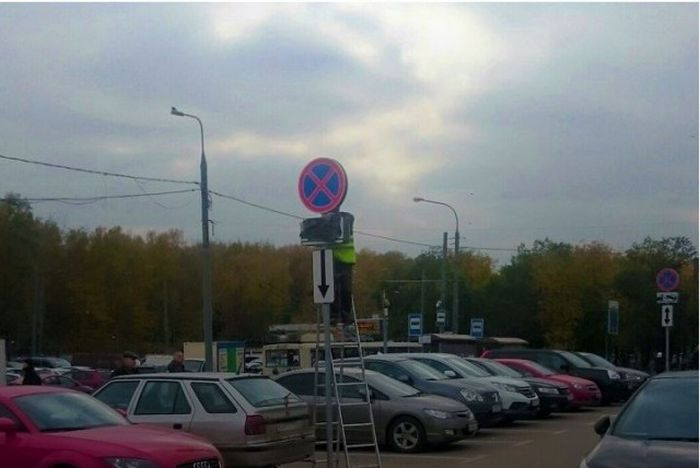 Москвичи протестуют против платной парковки во дворах (8 фото)