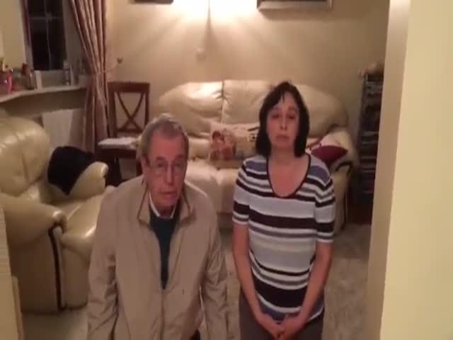 Подросток поставил родителей на колени и заставил извиняться