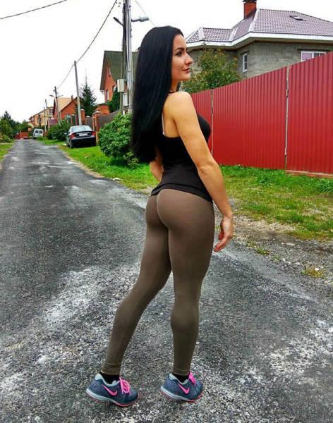Спортивные девушки в обтягивающих штанах (51 фото)