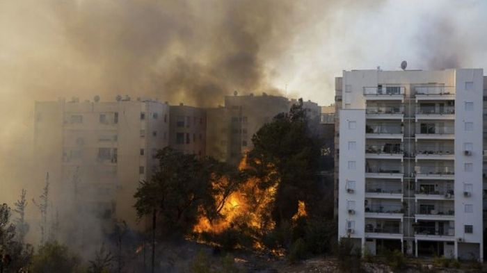 В Хайфе из-за пожара эвакуированы более 60 000 человек (7 фото + 2 видео)