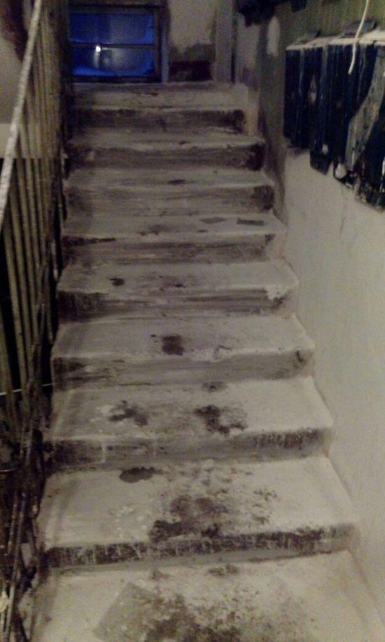 Особенности ремонта в наших подъездах (2 фото)