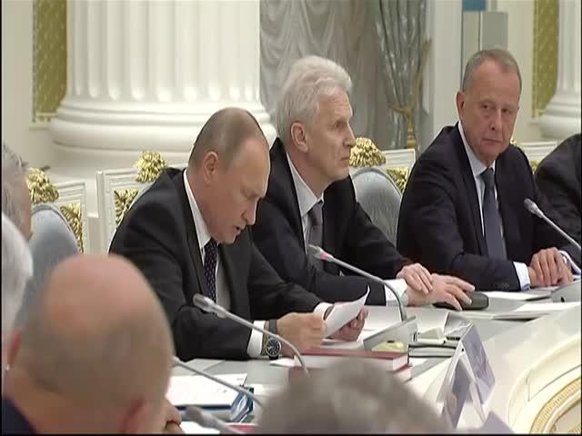 Путин отчитал чиновников, ставшими академиками РАН