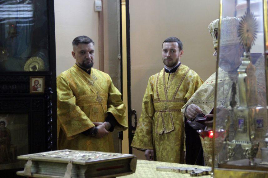 В Гатчине Рэпер Баста отслужил Божественную литургию (3 фото)