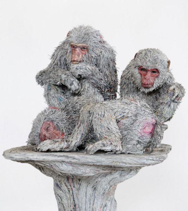 Скульптуры животных из старых газет (8 фото)
