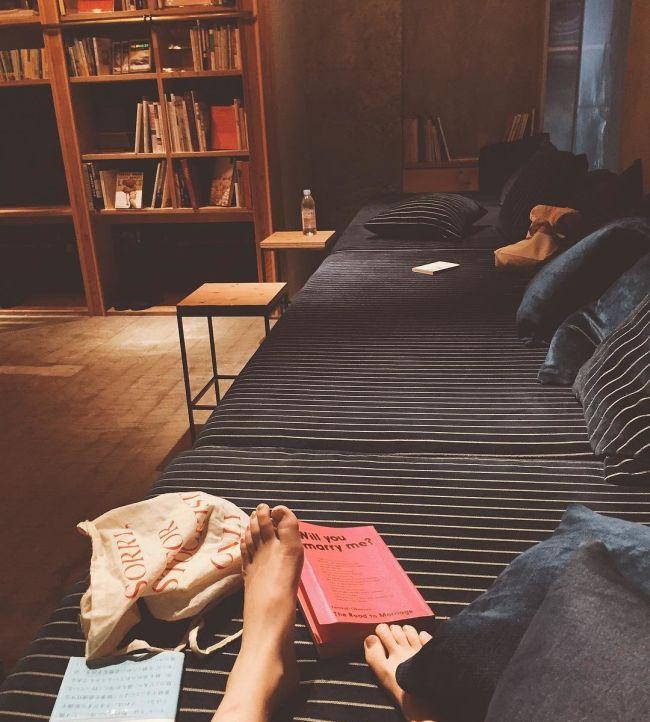 «Книжный» хостел в Японии (10 фото)