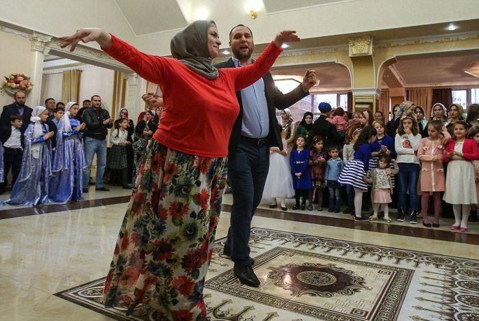 Как празднуют традиционные чеченские свадьбы в Грозном (33 фото)