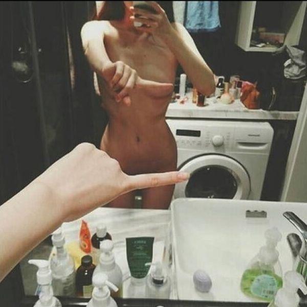 Обнаженные селфи One finger selfie challenge стали новым трендом сети (6 фото)