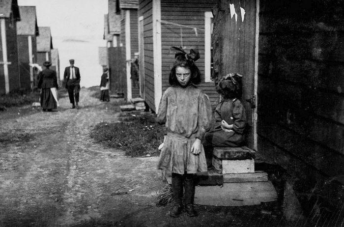 Юные работники рыбных заводов США в начале XX века (23 фото)