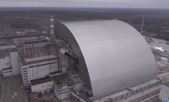 Новая арка над Чернобыльской АЭС (4 фото)