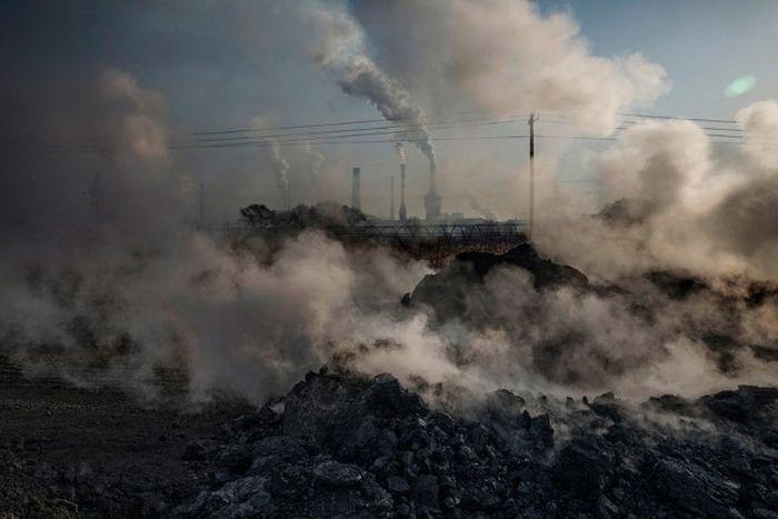 Нелегальные сталелитейные заводы Китая (22 фото)