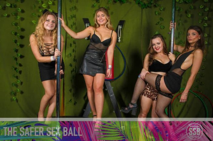 Необычная благотворительная вечеринка Safer Sex Ball (40 фото)