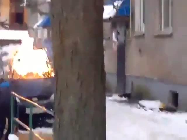 В Великих Луках два брата забрасывали машины коктейли Молотова