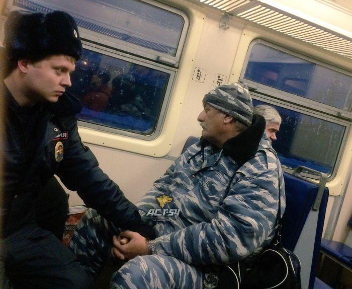 Поножовщина на вокзале Новосибирска (2 фото)