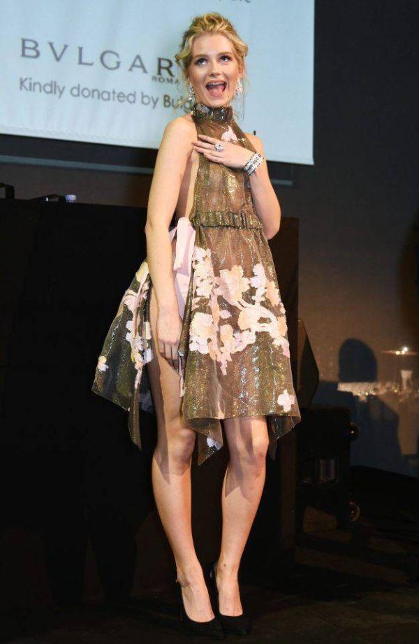 Младшая сестра Кейт Мосс Шарлотта надела откровенное платье на благотворительный вечер (5 фото)