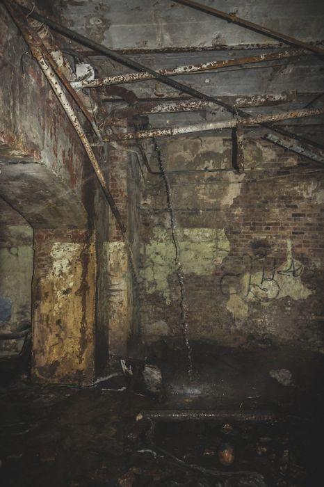 Экскурсия по легендарному московскому подвалу (44 фото)
