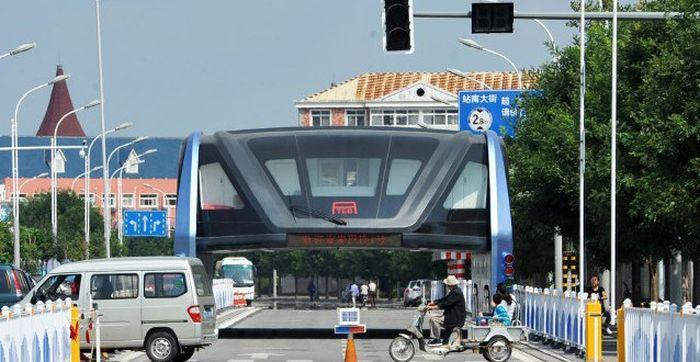 Прототип «автобуса будущего» TEB бросили на окраине Шанхая (3 фото)