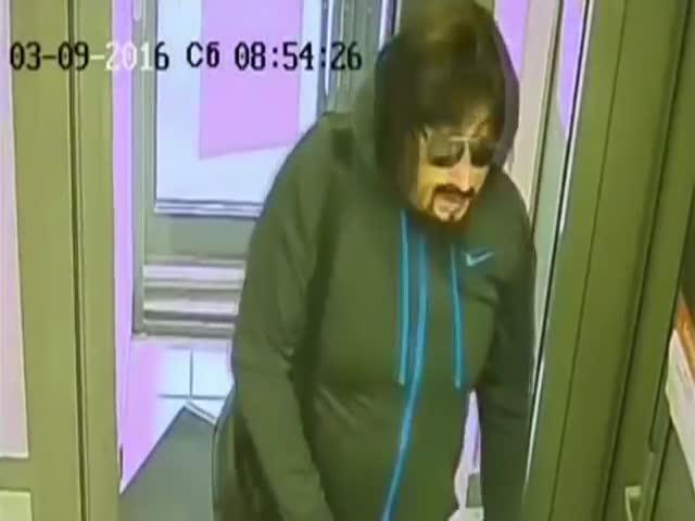 В Казани обанкротившийся бизнесмен в образе Стаса Михайлова ограбил банк
