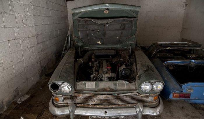Заброшенный британский особняк с 5-ю эксклюзивными автомобилями (20 фото)