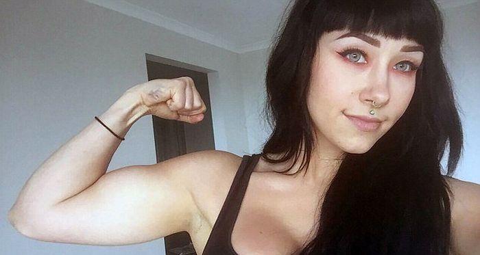 Девушка победила анорексию с помощью бодибилдинга (11 фото)
