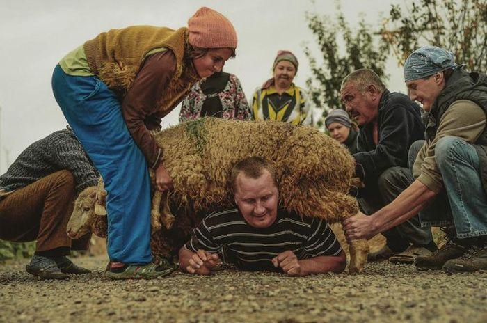 Два месяца в гостях у казахской шаманки (26 фото)