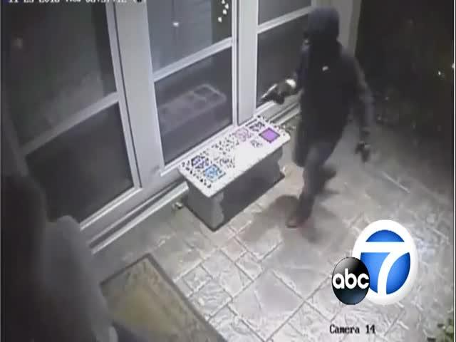 Грабители проникли в дом под видом почтальона