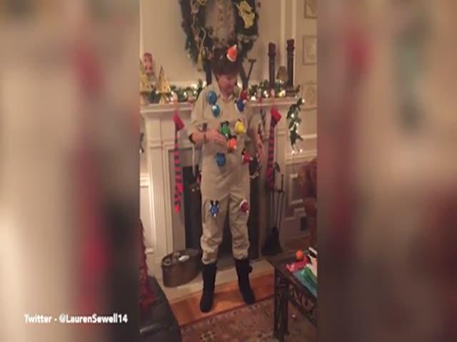 Женщина исполнила мелодию рождественской песни Carol of the Bells