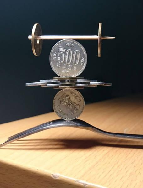 Невероятные фигуры из монет (12 фото)