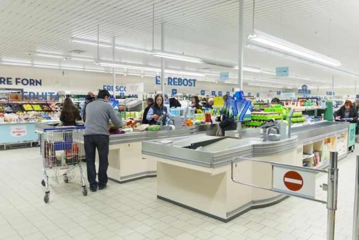 Европейский магазин для категории малоимущих граждан (24 фото)