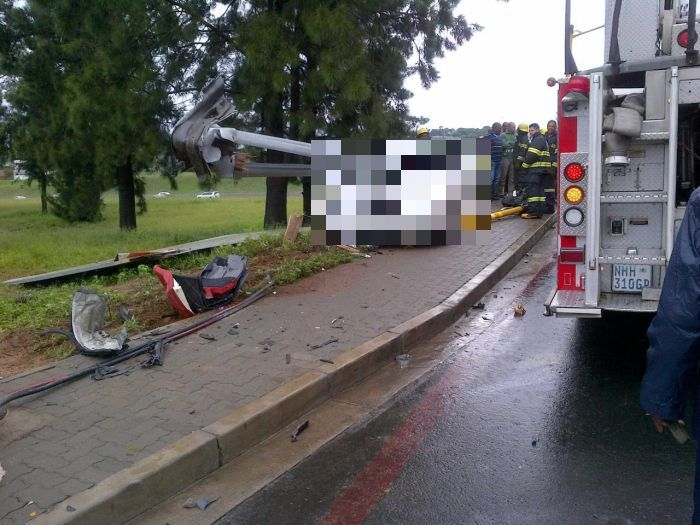 Не стоит гнать на мокрой дороге (5 фото)