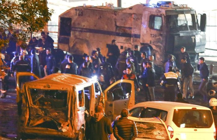 Крупный теракт в Стамбуле (11 фото + 2 видео)