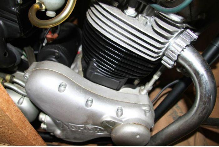 В Бельгии обнаружили 12 законсервированных мотоциклов 70-х годов (16 фото)