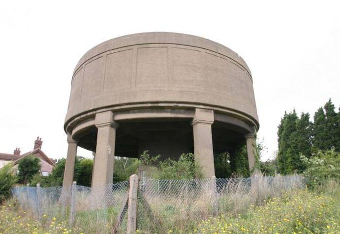 Старая водонапорная башня превратилась в современный дом (16 фото)